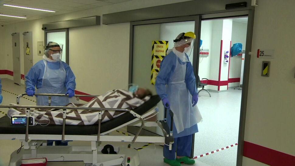 Zakażeń coraz więcej, szpitali coraz mniej. Czy Polska gotowa jest na drugą falę epidemii?