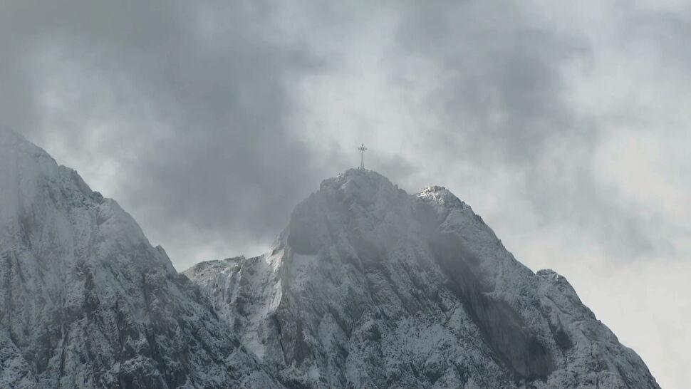 W Tatrach pojawił się pierwszy śnieg. TOPR zaleca rozwagę