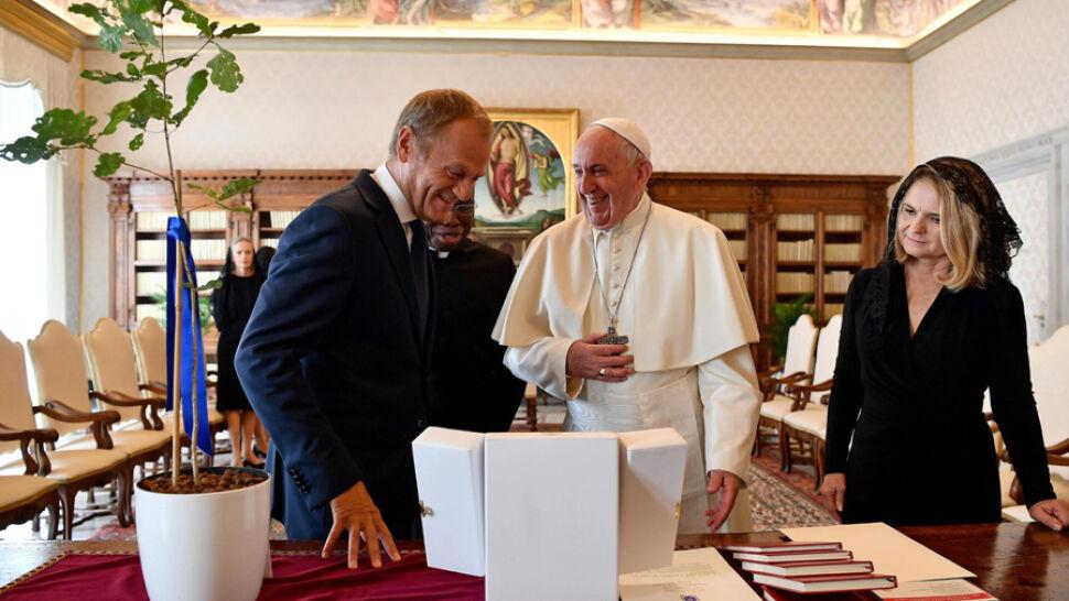 Donald Tusk u papieża Franciszka. W spotkaniu wzięła udział rodzina przewodniczącego
