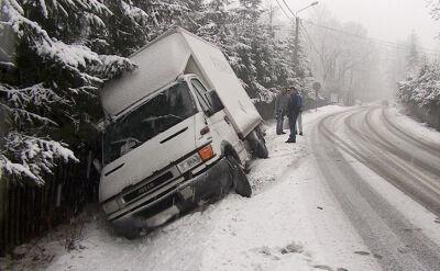12.12.2016 | Pogoda utrudni podróże. Kolejne dni będą mroźne, drogi pokryje gołoledź