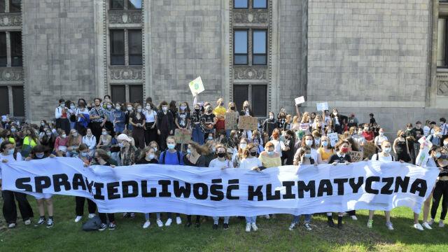 """25.09.2020   Młodzi ponownie wyszli na ulice. """"Temat katastrofy klimatycznej jest bagatelizowany"""""""