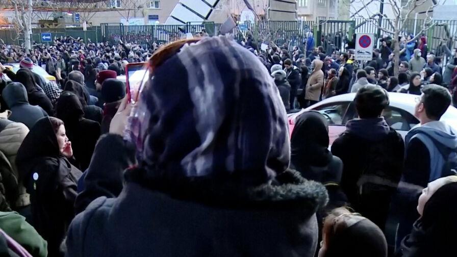 Protesty antyrządowe w Teheranie. Brytyjski ambasador zatrzymany