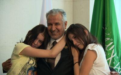 Bliźniaczki z Janikowa i lekarz z Arabii Saudyjskiej. Wiele lat po operacji wciąż są blisko