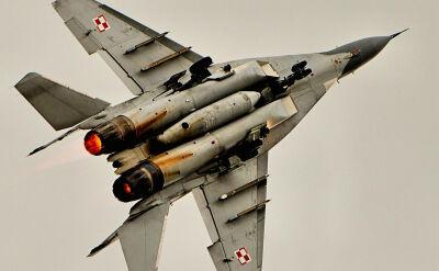 Setki godzin lotów, ćwiczeń i wykładów. Tak szkolą się piloci MiG-ów