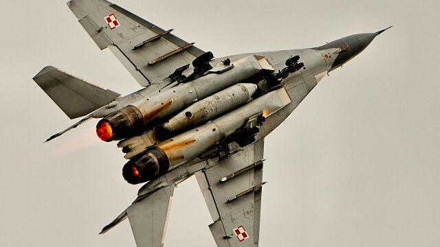 19.12.2017 | Setki godzin lotów, ćwiczeń i wykładów. Tak szkolą się piloci MiG-ów
