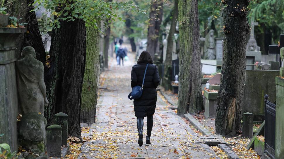 Wszystkich Świętych w cieniu koronawirusa. Czy 1 listopada cmentarze będą zamknięte?