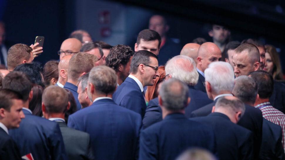 """Nowe obietnice PiS. """"Chyba nie ma dnia, by Morawiecki nie pokusił się o kolejne kłamstwo"""""""