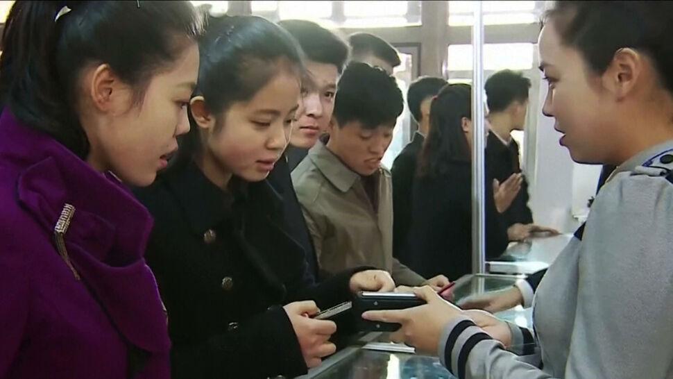 Oszczędzają, wyprzedają majątek, by zdobyć telefon. W Korei Północnej to towar luksusowy