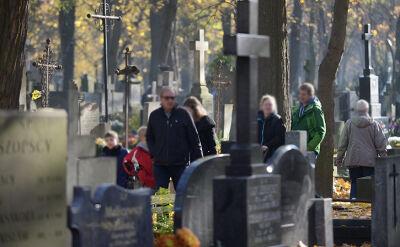 31.10.2015 | Polacy w zadumie przy grobach swoich bliskich