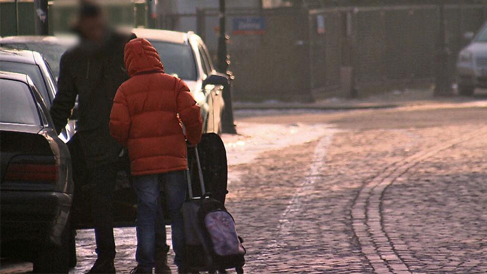 Zakaz podwożenia dzieci do szkoły samochodem. Czy pomysł sprawdzi się nad Wisłą?