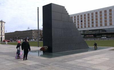 Pomnik smoleński, hulajnogi i policyjna interwencja