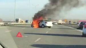 Zahaczył o ciężarówkę, obróciło go i stanął w płomieniach