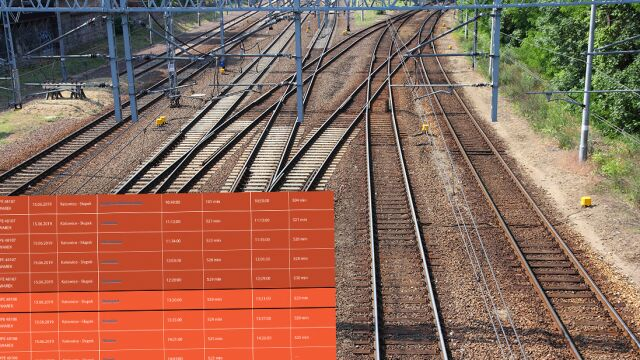 Śmierć pasażera i awaria trakcji zatrzymały pociąg