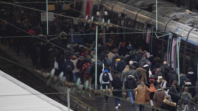 300 km korków w Paryżu, pociągi  nie jeżdżą do Hiszpanii i Włoch