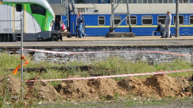 Niewybuch na Dworcu Zachodnim. Stały pociągi w całym województwie