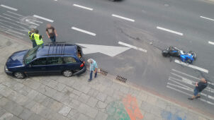 Zderzenie auta z motocyklem. Korek w alei Armii Ludowej