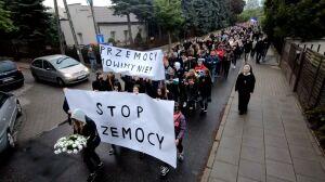 """""""Przemocy mówimy nie"""". Marsz po tragicznym zdarzeniu w szkole"""