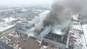 Pożar hali na Żeraniu. Zawaliła się część budynku