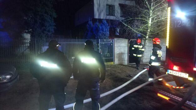 """Uratowali kobiety z płonącego domu. """"Wychylały się z okien, wołały o pomoc"""""""