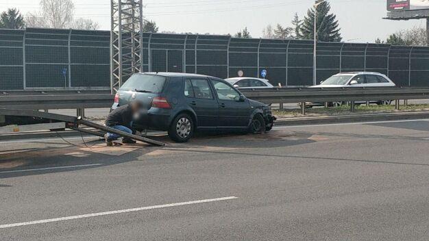 """Zamknęli S8 po zderzeniu. """"Obaj kierowcy twierdzą, że nie są sprawcami"""""""