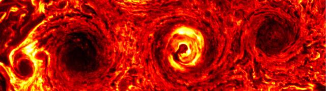 Cyklon gigant jak dwie Polski. NASA pokazuje zdjęcia