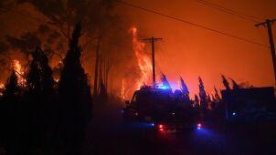 Ewakuacje przed szalejącymi pożarami.