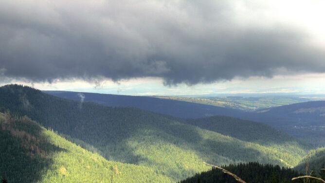 Prognoza pogody na dziś: wszędzie pochmurno, na południu z deszczem