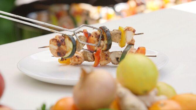 Nie rezygnuj z grillowania na diecie. <br />Tłustą karkówkę zamień na szaszłyk